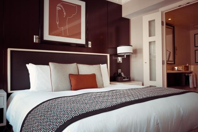 hotel-room-1447201